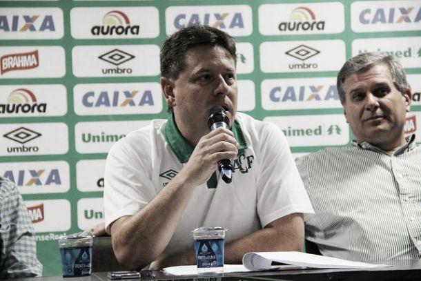 Presidente da Chapecoense reclama da arbitragem após empate com Figueirense