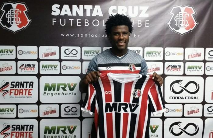 Ex-Ceará, Santa Cruz apresenta oficialmente o zagueiro Sandro