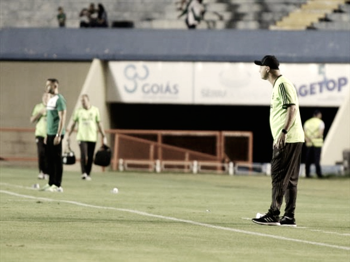 Sandro Forner reconhece partida ruim, mas acredita na reviravolta em Curitiba