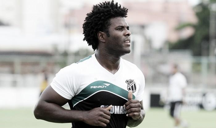 Após rescindir com Ceará, zagueiro Sandro acerta transferência ao Santa Cruz