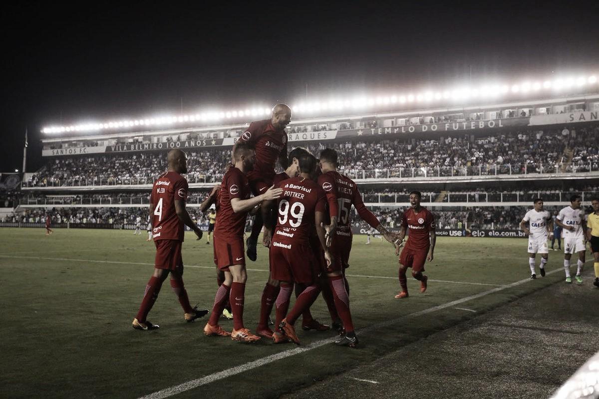 Com arbitragem polêmica, Inter vence Santos na Vila e aumenta sequência invicta