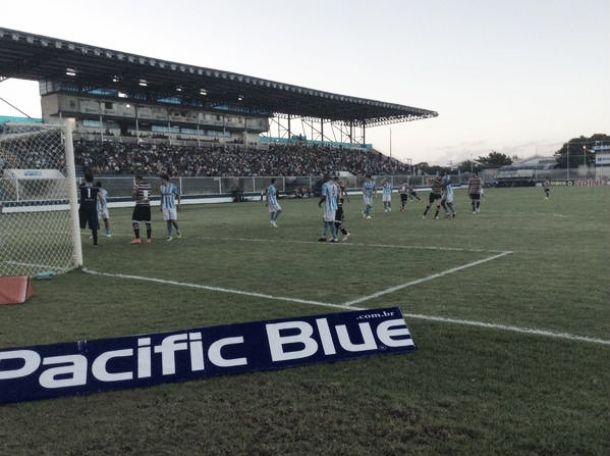 Macaé aproveita erros e derrota Santa Cruz na estreia da Série B