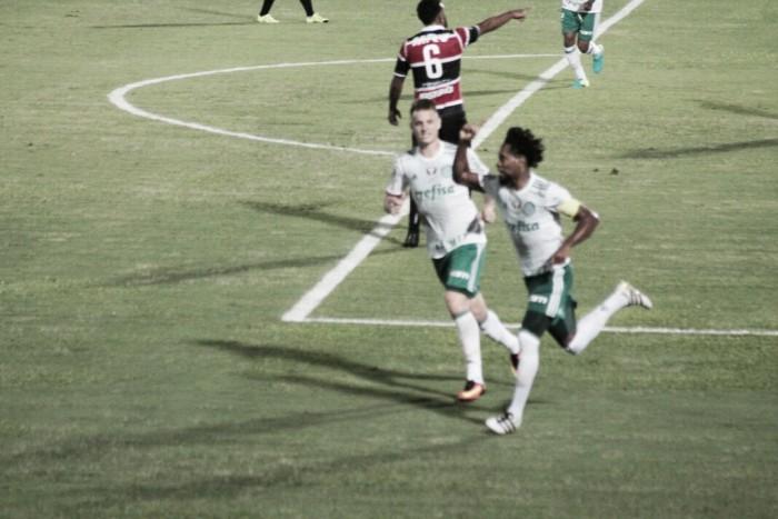 Palmeiras bate Santa Cruz em partida acirrada e se isola na liderança do Brasileirão