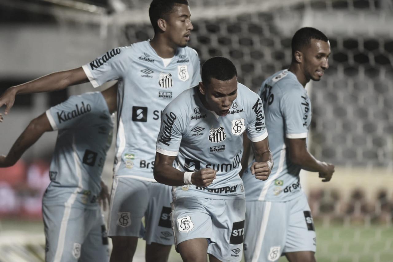 Santos goleia Juazeirense e coloca um pé nas quartas de final da Copa do Brasil
