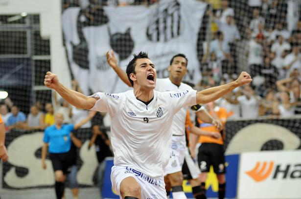 Santos gana a Carlos Barbosa en los penaltis y es campeón de la Liga Futsal de Brasil
