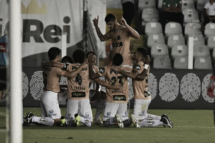 Em contextos diferentes, Santos recebe Atlético-MG