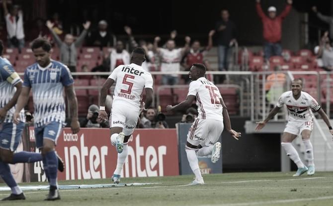 Com um a mais desde o primeiro tempo, São Paulo vence Avaí pelo placar mínimo e entra no G-4