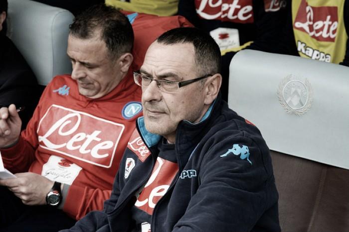Napoli divulga nota desmentindo boatos e assegurando Sarri no comando da equipe