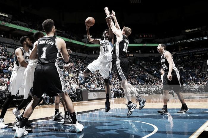 Sin el tridente, los Spurs volvieron a la senda del triunfo