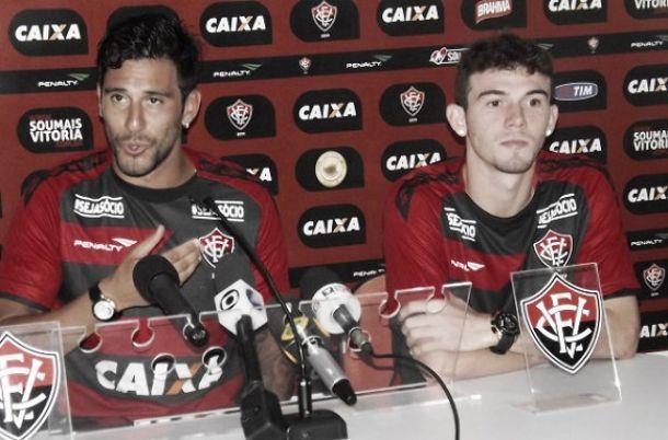 Regularizados, Ferrari e Luiz Gustavo já podem atuar pelo Vitória
