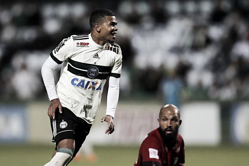 Vasco acerta contratação por empréstimo do meia Yan Sasse, do Coritiba