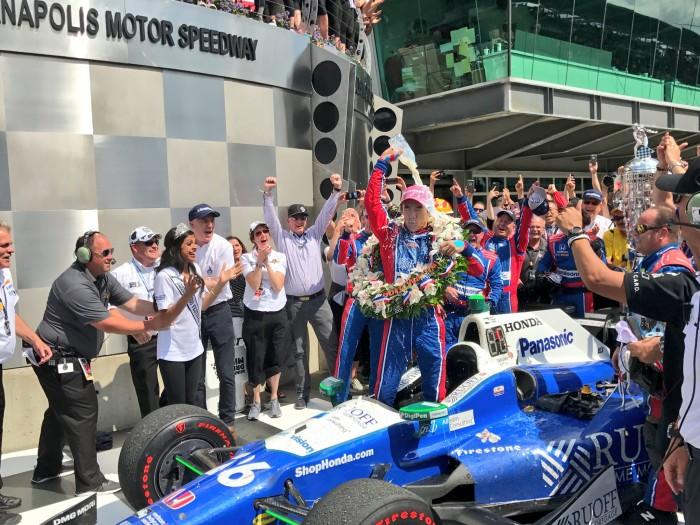 Japonês Sato vence 500 milhas de Indianápolis, Alonso abandona