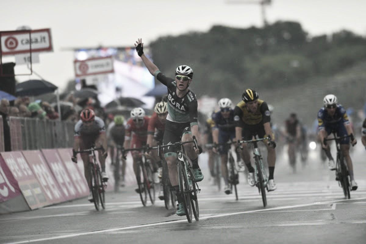 Giro d'Italia, Sam Bennett sfreccia nell'autodromo di Imola