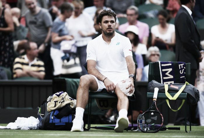 Stan Wawrinka bemoans knee problem during defeat to Daniil Medvedev at Wimbledon