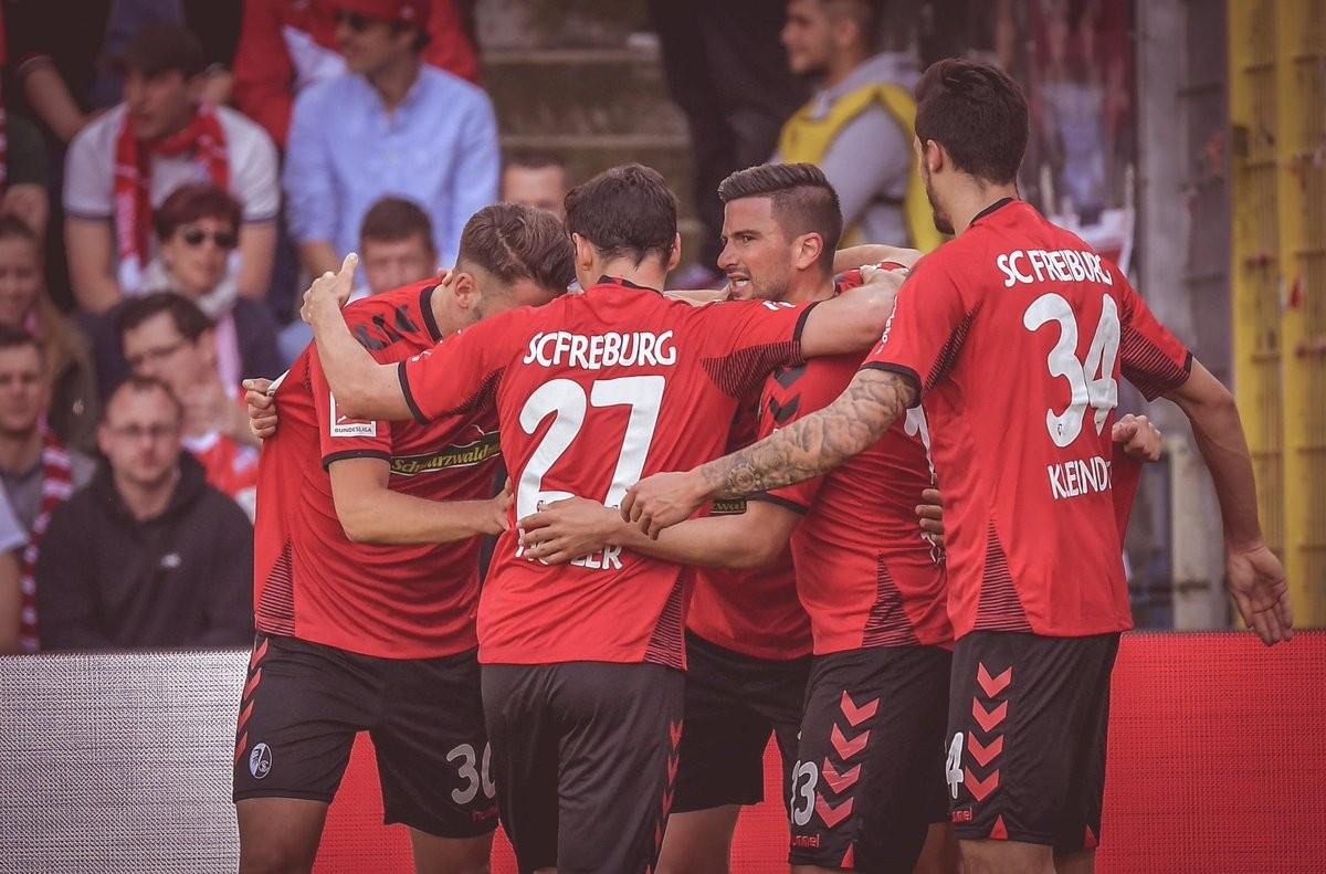 Bundes: l'Amburgo è vivo. Pari per Schalke ed Hertha, Colonia in Zweite