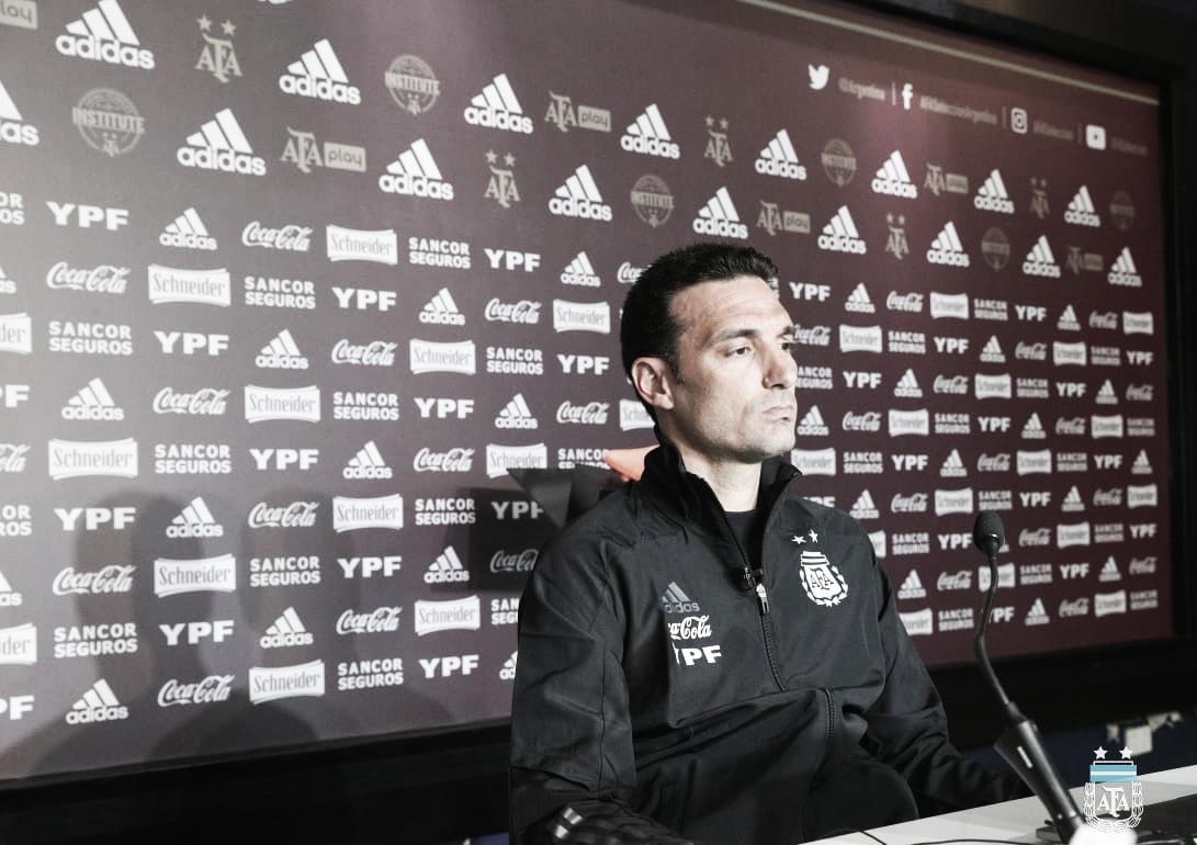 Scaloni habló en conferencia de prensa y confirmó el once que jugará con Perú