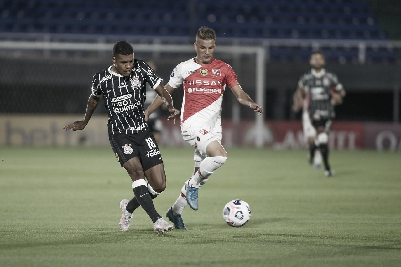Mal nas finalizações, Corinthians não sai do empate com River Plate do Paraguai