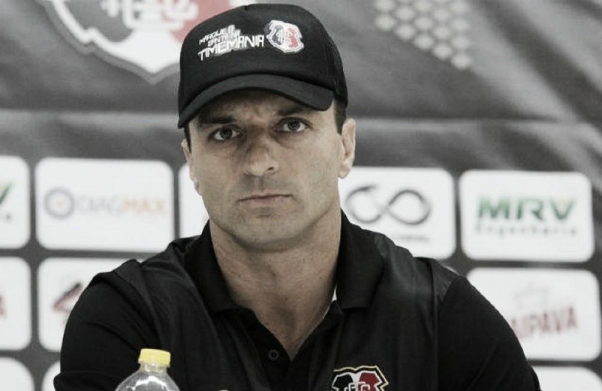 """Apesar da vitória do Santa Cruz, Júnior Rocha reconhece: """"Temos muito o que melhorar"""""""