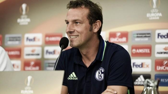 """Em momento delicado, treinador do Schalke 04 valoriza resultado: """"Vitória nos dá confiança"""""""