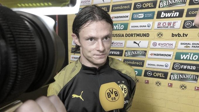 Após goleada, Schülz diz que 'é uma honra' ouvir torcida do BVB cantar seu nome
