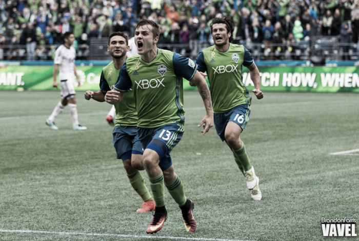 Late Jordan Morris goal keeps Seattle Sounders' playoff hopes alive