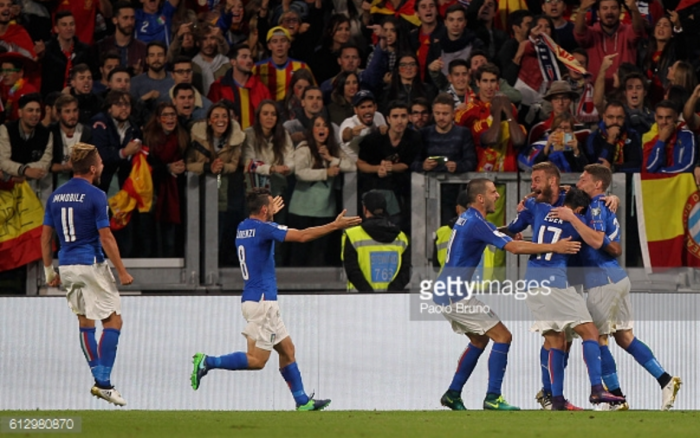 Italy 1-1 Spain: Azzurri hold onto unbeaten home run thanks to late De Rossi penalty