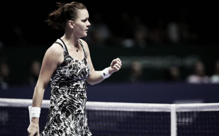 WTA Finals: Agnieszka Radwanska eliminates Garbiñe Muguruza from Singapore