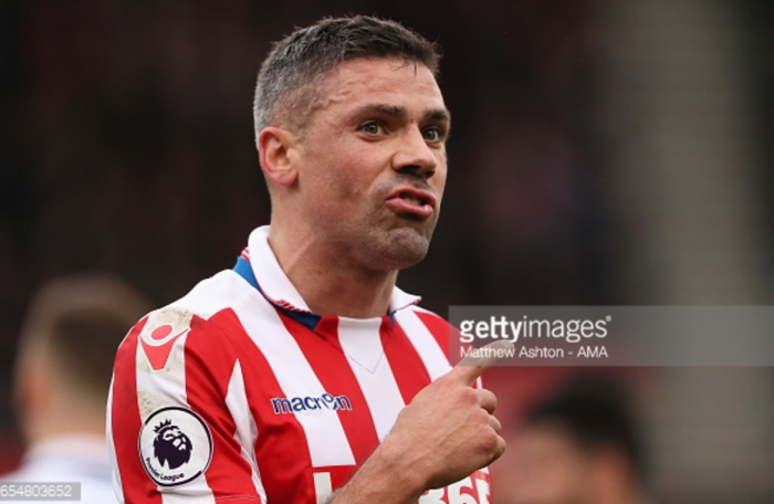 Jonathan Walters completes move to Burnley