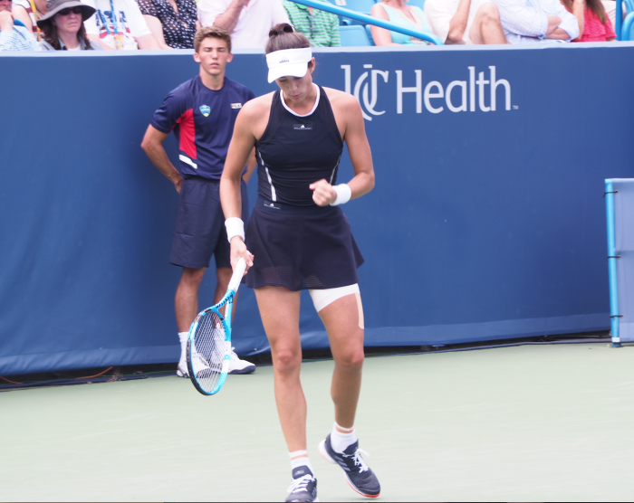 WTA Cincinnati: Garbiñe Muguruza dominant in straight sets win over Karolina Pliskova