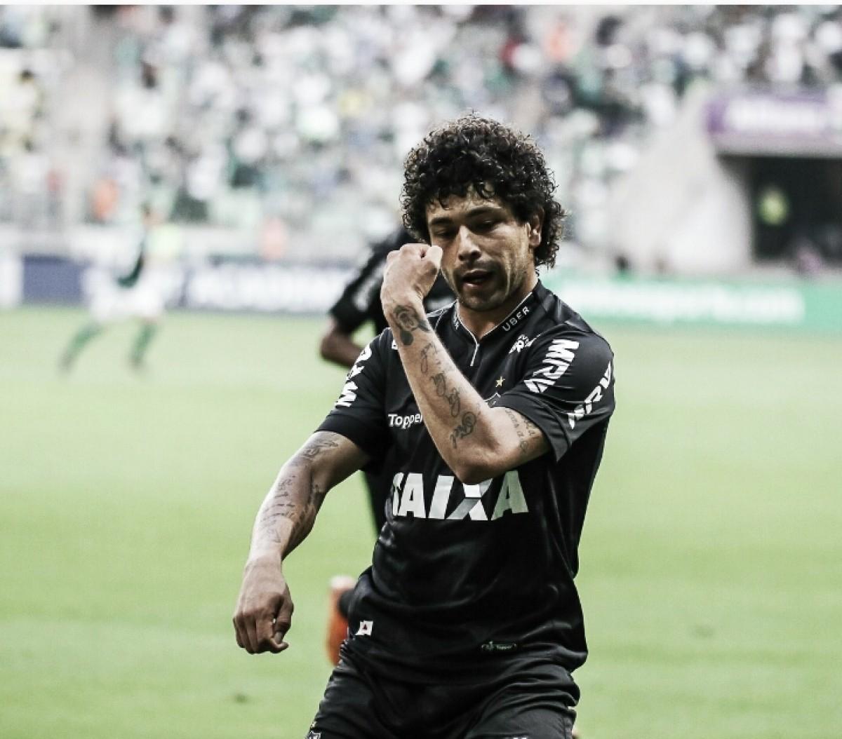 Luan é o atleta que mais atuou no Atlético-MG, mas só jogou partidas do início ao fim