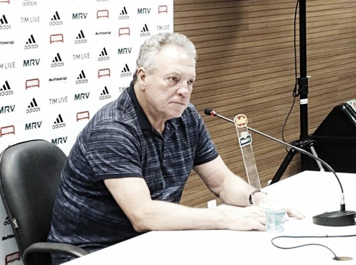 """Abel analisa eliminação e enxerga dias melhores para o Flamengo: """"Muita coisa boa para acontecer"""""""