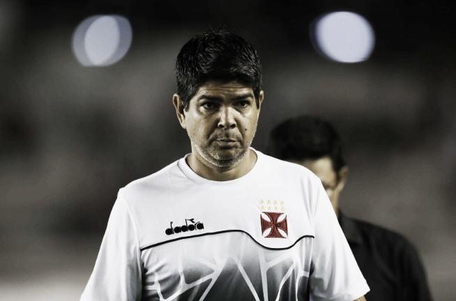 """Valadares lamenta derrota do Vasco no fim da partida: """"Não foi justo"""""""