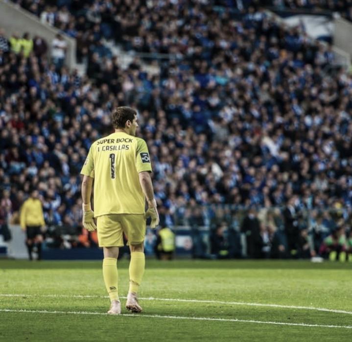 """Emocionado, Casillas recebe alta e deixa carreira em aberto: """"Não sei o que será o futuro"""""""