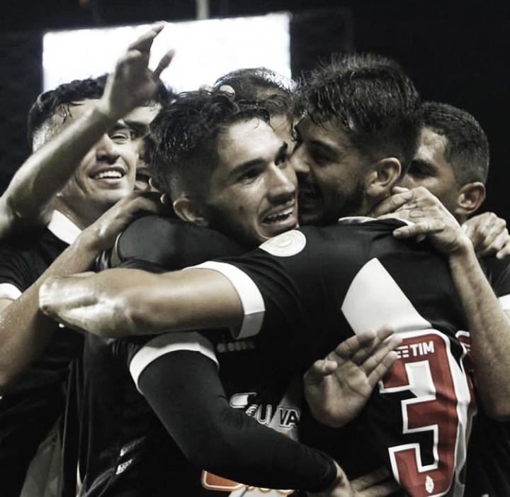 Em jogo nervoso, Vasco derrota o Inter e conquista a primeira vitória no Brasileirão