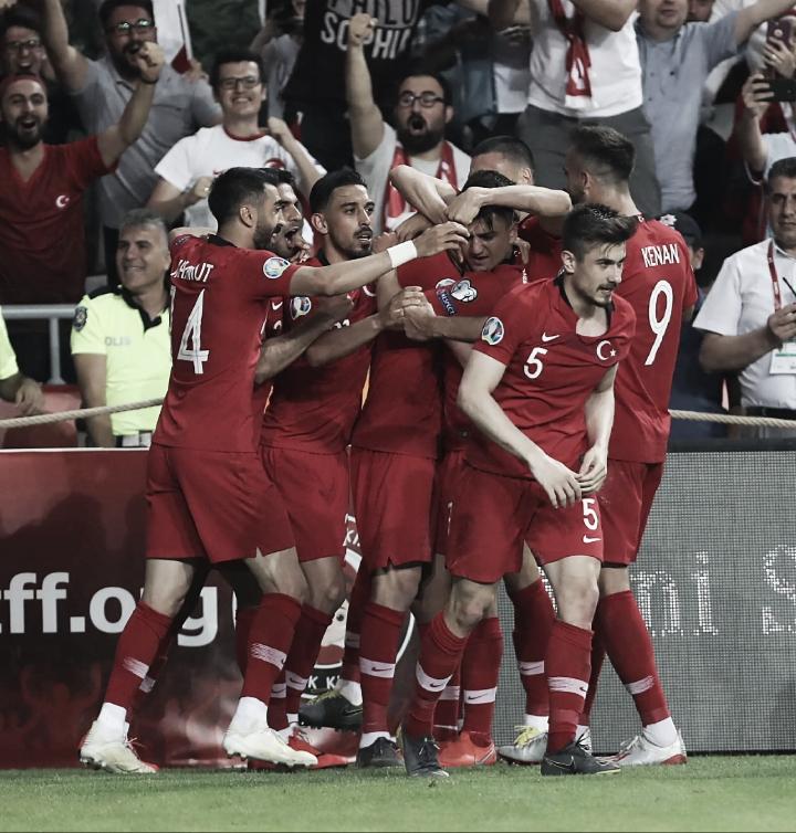 Turquia vence França e assume a liderança do Grupo H das Eliminatórias da Eurocopa