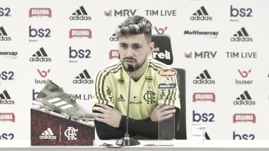 Arrascaeta diz que jogadores do Flamengo estão 'tentando dar o melhor' fisicamente