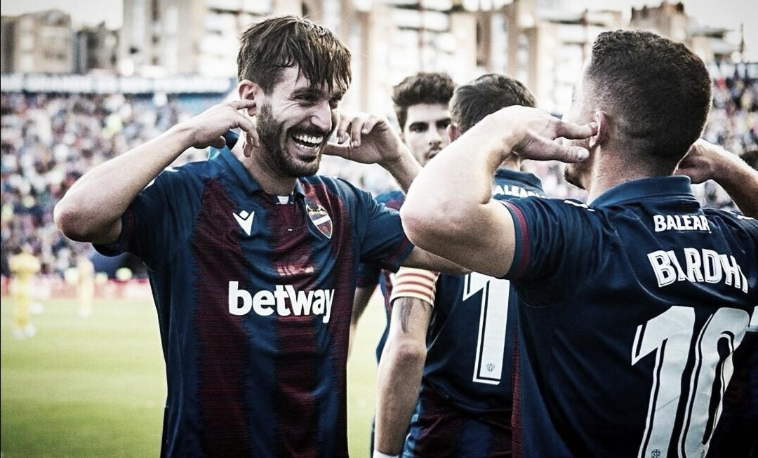 Campaña y Bardhi celebrando un gol / Fuente: levanteud.com