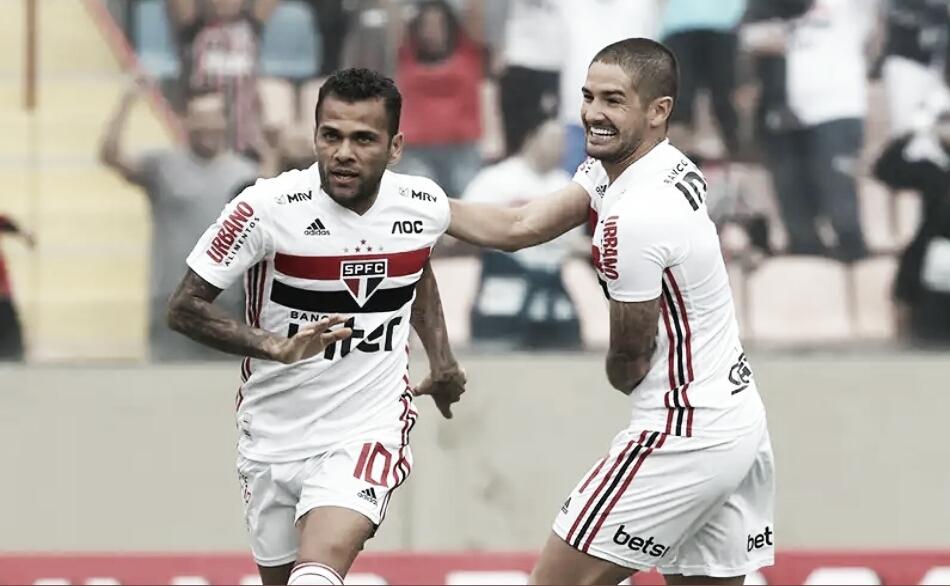 Pato volta a marcar e São Paulo goleia Oeste pelo Paulistão