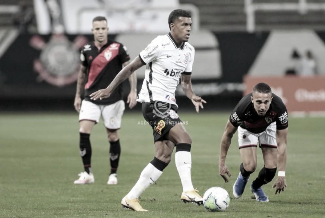 Em jogo de nível raso, Corinthians e Atlético-GO empatam sem gols e permanecem próximos à degola