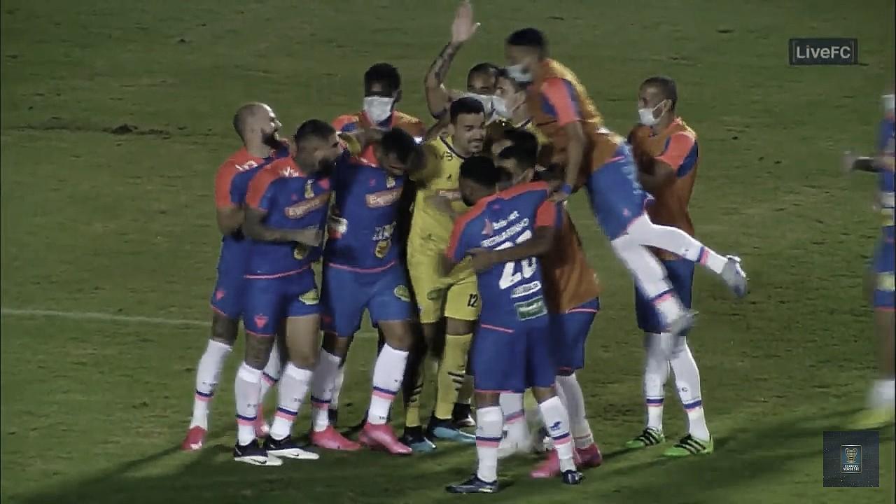 Felipe Alves brilha, Fortaleza elimina Sport nos pênaltis e vai à semifinal da Copa do Nordeste