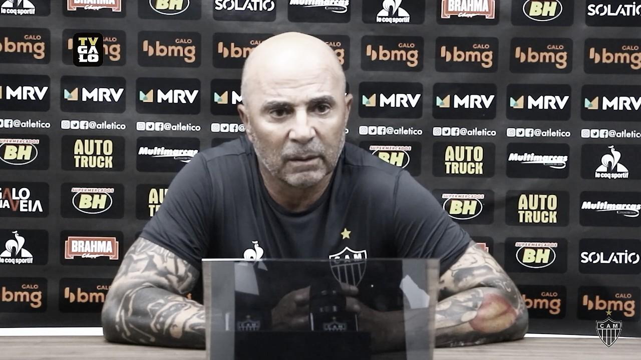 Sampaoli evita criticar arbitragem, mas discorda da expulsão do goleiro Rafael diante do Santos