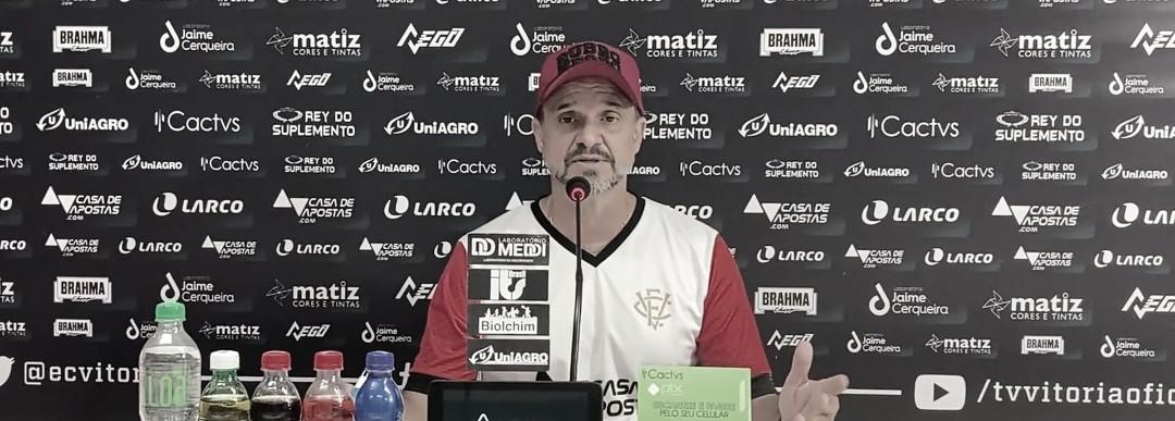 """Wagner Lopes lamenta virada sofrida pelo Vitória diante do Remo """"Paramos de jogar"""""""