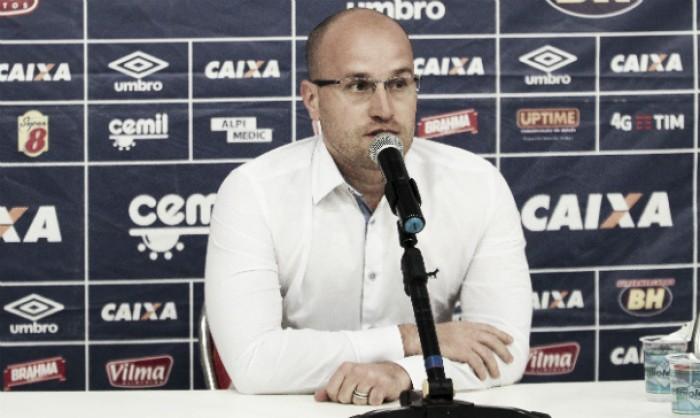 Diretor de futebol do Cruzeiro mantém atenção em arbitragem diante do Corinthians