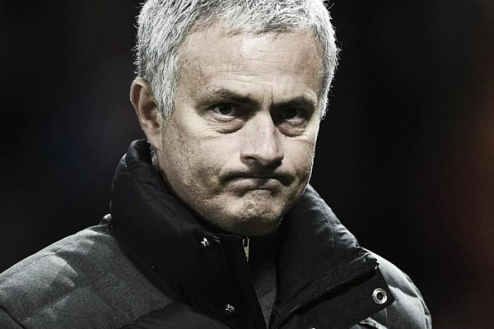 Mourinho critica postura do Manchester United em campo e minimiza desfalque de Pogba