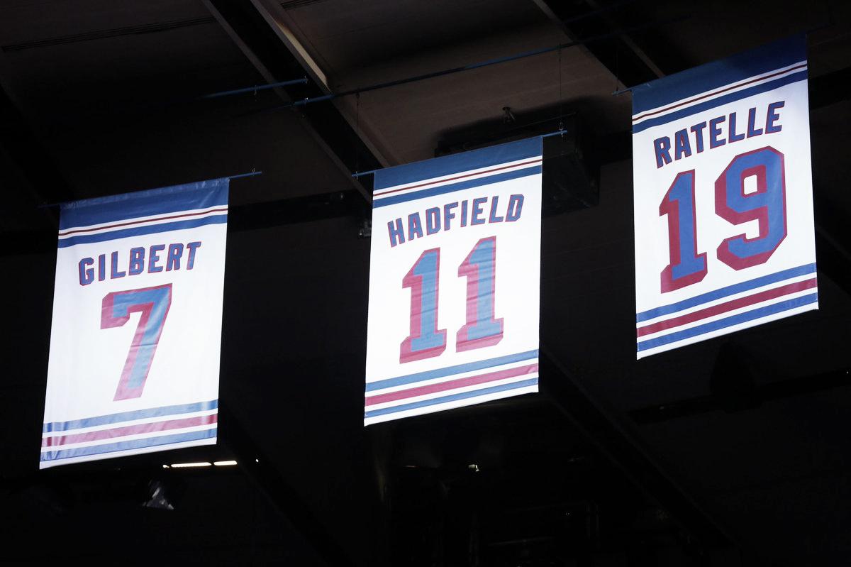 Los New York Rangers retiran el número de Vic Hadfield