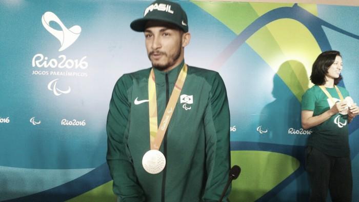 Do futebol de 7 à prata no atletismo: Fabio Bordignon celebra medalha na Paralimpíada