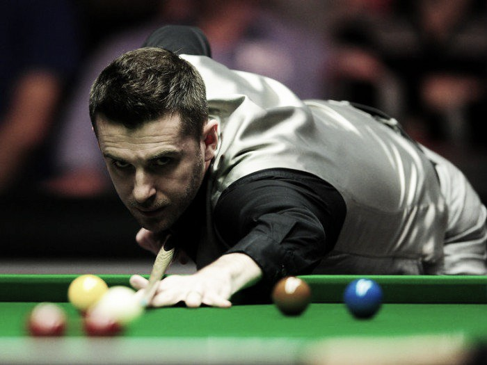 Selby through to round two, but Robertson in trouble at the Crucible