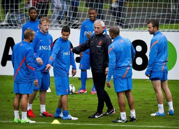 """Bert van Marwijk: """"De estar concentrados hubiéramos hecho más"""""""