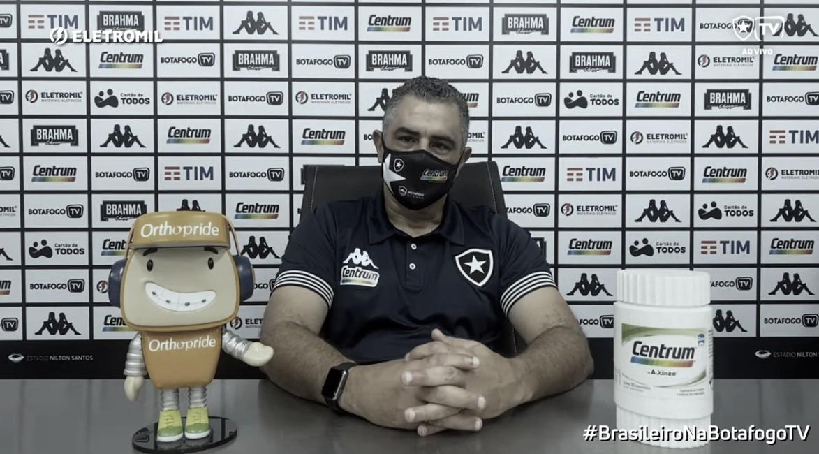"""Chamusca fica no cargo e garante: """"O que o Botafogo mais precisa tem, que é caráter dos jogadores"""""""