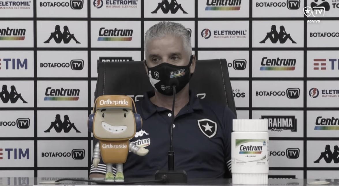 Auxiliar técnico elogia atuação do Botafogo em vitória contra CSA e acredita em evolução